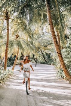 Maldives – leonie hanne – haute couture What is on your bucket list? Perhaps biking in the Maldives, under the palm trees! Maldives – leonie h Places To Travel, Places To Visit, Travel Destinations, Time Travel, Destination Voyage, Photos Voyages, Travel Goals, Travel Style, Travel Fashion