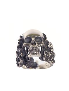 Ugo Cacciatori men's large skull ring with leaf surround, in engraved silver.