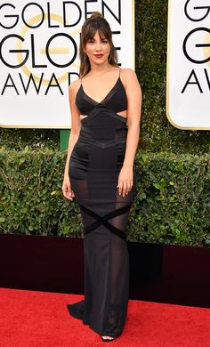 TV personality Liz Hernandez hit the red carpet wearing a unique black gown ... but we're not too entirely sure what's going on here.#goldenglobes #merylstreep #hollywood #felizmartes #tuesdaymotivation #mondaymotivation #rt #strangerthings #goldenglobes2017 #polandlovesskam #donaldtrump #trump #smog #hautecouture #couture #redcarpet #movies #movie #tv #series #comedy #drama #goldenglobes2017 #iheartawards #awards #quote #competition #stargiveaway #bestfanarmy #fabricstore #dress #gown #men
