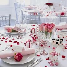 Valentine Wedding Table Decoration - http://memorablewedding.blogspot.com/2014/01/the-best-tips-and-ideas-for-your.html