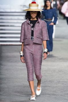 Chanel Resort 2019 Fashion Show Collection: See the complete Chanel Resort 2019 collection. Look 25 - #Chanel #Collection #complete #Fashion #Resort #Show