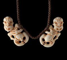 Hei Tiki e Rua Pendant by Stacy Gordine, Māori artist Polynesian People, Polynesian Culture, Maori Tribe, Maori Patterns, Maori Designs, New Zealand Art, Nz Art, Bone Jewelry, Maori Art