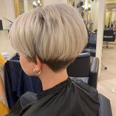 Short Stacked Bob Haircuts, Wavy Bob Haircuts, Short Choppy Hair, Bob Haircuts For Women, Short Hairstyles For Thick Hair, Short Grey Hair, Haircuts For Fine Hair, Short Hair Styles Easy, Medium Hair Styles