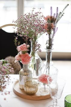 must have flowers everywhere Lounge, Love Flowers, Wedding Flowers, Unique Wedding Centerpieces, Dream Wedding, Wedding Dreams, Big Day, Flower Arrangements, Glass Vase
