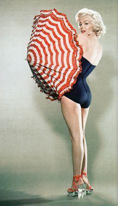 Cazibesi ve ekrandaki görünüşüyle Marilyn Monroe, 1950'lerin gözdesi!