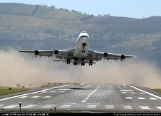 Despegue de Boeing 747-2U3B(SF) con viento de cola.