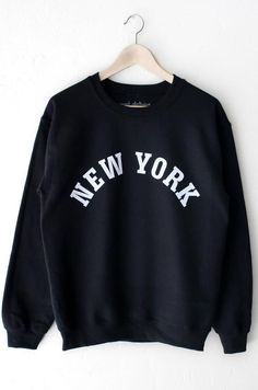 d19033c5abd3 New York Sweatshirt - Black Oversized Sweater Outfit, Sweater Outfits,  Oversized Sweaters, Sweat
