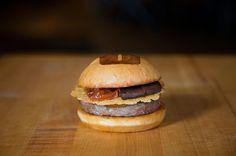 米国で高評価のハンバーガーレストランUMAMI BURGER号店が青山にオープン