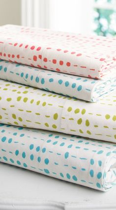 Add cheerful charm to your bedding with our colorful, screen-printed Pebble Sheets. Lines of organically shaped dots stand in orderly rows, creating a look that's simultaneously tidy and informal.