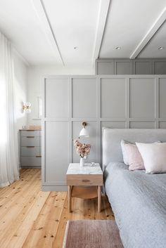 Wardrobe Behind Bed, Bedroom Inspirations, Home Bedroom, Bedroom Interior, Closet Bedroom, Bed, Master Bedrooms Decor, Master Bedroom Plans, House