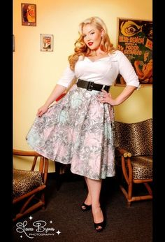 Plus Size Pin up :) Because every girl can be beautiful, despite their size. Embrace it.