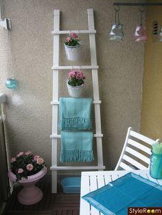 Brug en stige til at udnytte altanens vægge. Så undgår du at bore huller i murværket.