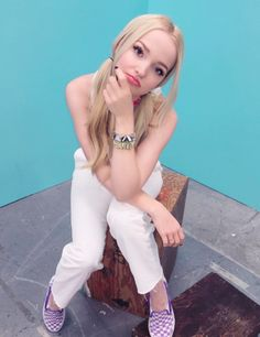 Dove Cameron // As I said before I find in the latests pics that Cameron looks thiner. Sal P