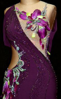 Close to perfect asymmetrical bodice, wavy stoning, contrast colours and motif Ballroom Costumes, Belly Dance Costumes, Latin Ballroom Dresses, Ballroom Dancing, Figure Skating Dresses, Creation Couture, Dance Outfits, Costume Design, Dance Wear