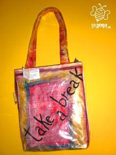 Borsa intrecci di carta, shopper con libri #soreadystyle #riciclo #pvc #bag #banner #libri #takeabreak  - di So.Ready Lab - soreadylab.etsy.com