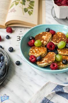 Placuszki bananowo-kokosowe Breakfast Recipes, French Toast, Oatmeal, Food And Drink, Healthy Recipes, Meals, Vegan, Cooking, Sweet