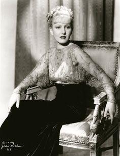 Jean Arthur 1935 Hollywood Girls, Old Hollywood Glamour, Golden Age Of Hollywood, Vintage Hollywood, Hollywood Stars, Hollywood Actresses, Classic Hollywood, Hollywood Pictures, Hollywood Homes