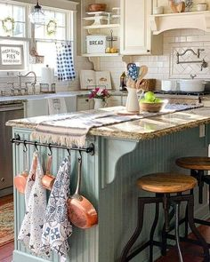This homy style brings a friendly and inviting atmosphere to any home. Doesnt matter you live in the town or countryside, you owe big or small kitchen, you can create really unique and welcoming rustic kitchen design. Cozy Kitchen, Kitchen Redo, New Kitchen, Kitchen Dining, Country Kitchen Cabinets, Kitchen Towel Rack, Country Kitchen Island, Vintage Kitchen Cabinets, Towel Racks
