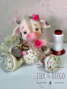 Costureros Clay Crafts, Diy And Crafts, Arts And Crafts, Cow Ornaments, Teddy Toys, Cute Clay, Doll Painting, Half Dolls, Fondant Figures