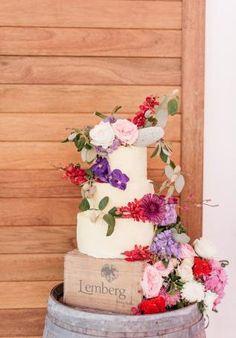 White Magazine. Whimsical Wedding Cake. Florals by Fleur Le Cordeur. Justine + Ivan.