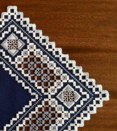 Azul marino y grises Hardanger pieza por MnMom23 en Etsy