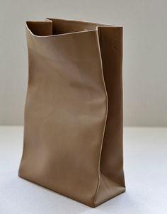 Saco de Papel leather bag by Anve