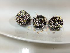 HOME TALENTS: 3 - INGREDIENTS OREO BALLS 3 Ingredients, Whipped Cream, Oreo, Sprinkles, Balls, Coconut, Fruit, Food, The Fruit