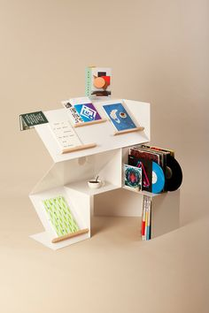 The latest news, design and products from Amsterdam-based designer Michael Schoner, including a stackable shop display system and angular metal carafes. Pos Display, Display Design, Display Ideas, Design Design, Shelving Display, Product Display, Booth Design, Store Design, Exhibition Display