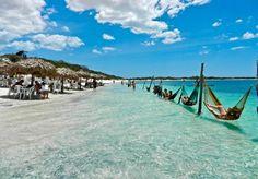 O turismo também é a principal fonte de renda de Jericoacoara. A praia é o destino favorito dos visitantes, oferecendo diversas belezas naturais e um aspecto selvagem único. As redes estendidas sobre as águas transmitem uma sensação de tranquilidade. O lugar ainda oferece condições propícias para a prática de windsurfe, sandboard e kitesurf, o que também atrai muitos turistas.