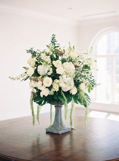 Wedding flowers tips - Don't use a ton of flowers in the tables with flowers. Flowers can be distracting for your guests many of the time. Modern Wedding Flowers, Wedding Flower Arrangements, Flower Bouquet Wedding, Floral Arrangements, Wedding Pins, Wedding Ceremony, Reception, Wedding Ideas, Simple Weddings