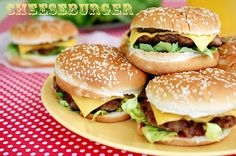 Cheeseburger - Retete culinare by Teo's Kitchen Homemade Cheeseburgers, 30 Minute Meals, Yams, Allrecipes, Healthy Recipes, Yummy Recipes, Dessert Recipes, Desserts, Hamburger