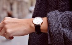 The Daniel Wellington watch with its interchangeable straps speaks for a classic and timeless design suitable for every occasion. Look Fashion, Daily Fashion, Fashion Beauty, Womens Fashion, Fashion Trends, Fashion Glamour, Mode Chic, Mode Style, Style Me