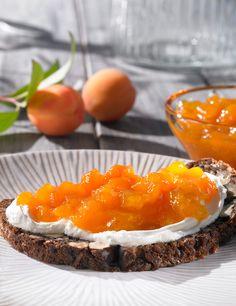 Aprikosen-Konfitüre, kalorienreduziert - Fruchtige Konfitüre aus Aprikosen mit Gelierzucker mit Süßungsmittel aus Stevia