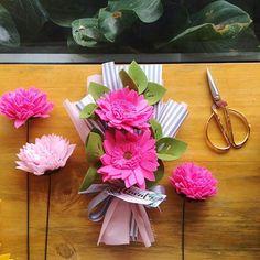 This pink can steal everyone's attention  . . #flower #wedding #bouquet #florist #feltflower #feltflorist #feltbouquet #feltsunflower #bungaflanel #bungaflaneljogja #bungawisuda #bungawisudajogja #bungajogja #bouquetbunga #bouquetjogja #bungakertas #paperflower #buketbunga #makersgonnamake #buketpernikahaan #weddingflowers
