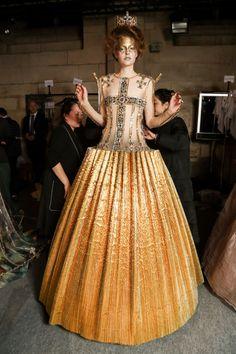 juilletdeux:     Guo Pei | Spring/Summer 2017 Couture     (via figjamlolita)
