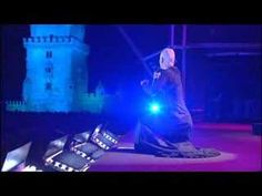 A fado singed by Mariza with lyrics of Fernando Pessoa. Relax and enjoy...