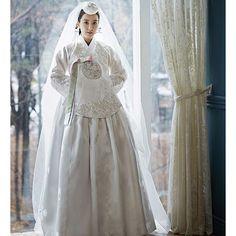 한복 Hanbok : Korean traditional clothes[dress] Korean Traditional Dress, Traditional Fashion, Traditional Dresses, Korean Dress, Korean Outfits, Korea Fashion, Asian Fashion, Hanbok Wedding, Modern Hanbok