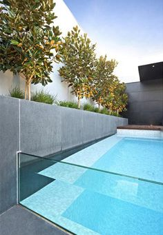 glass end pool - court