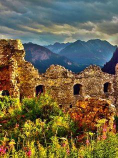 Ruine vor Berglandschaft - patchwork impressions Monument Valley, Nature, Travel, Scrappy Quilts, Mountain Landscape, Ruins, Left Out, Viajes, Naturaleza