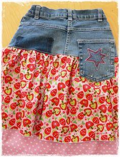 Das Fräulein Tochter hat mal wieder ein paar Knie durchgewetzt - kein Problem, der Frühling kommt und wir brauchen sowieso eher Röcke als Ho...