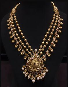 Pearl Necklace Designs, Jewelry Design Earrings, Gold Earrings Designs, Gold Jewellery Design, Gold Necklace, Indian Jewelry Sets, Gold Jewelry Simple, Schmuck Design, Bridal Jewelry