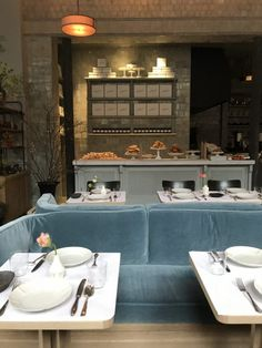 Roman and Williams Kitchen Lovely Habitually Chic Roman & Williams Guild Ny Restaurant Seating, Vintage Restaurant, Restaurant Furniture, Thai Restaurant, Brunch Cafe, Breakfast Cafe, Space Interiors, Hotel Interiors, Restaurant Interiors