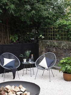 Before & After: My contemporary garden makeover on a budget Before & After: My contemporary garden makeover with Wyevale Garden Centres - London garden makeover - black fencing - cream gravel - simple outdoor living