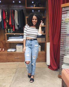 Look Rayza Nicácio, look minimalista, look preto e branco, look de verão, destroyed jeans, look casual