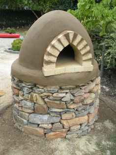 The Homestead Survival: Earthen Ovens Diy Pizza Oven, Pizza Oven Outdoor, Outdoor Cooking, Pizza Ovens, Outdoor Kitchens, Oven Design, Patio Design, Clay Oven, Bread Oven