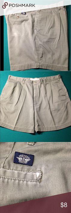 Men's Dockers shorts Men's Dockers, pleated front, slight wear, color is olive Dockers Shorts