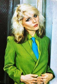Debbie Harry vintage fashion style icon 70s 80s studio 54 disco punk rock green blazer jacket shirt tie two tone hair rock n roll rocker looks