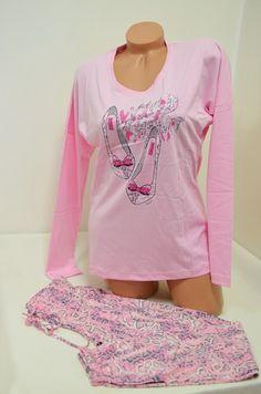 Пижама от памук в розово. Горната чат на пижамата е тип блуза в нежен розов цвят с лек прилеп ръкав и картинка