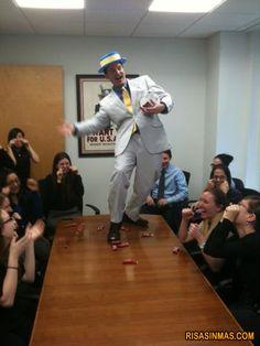 ¿Cansado de que nadie te escuche en las reuniones de trabajo?    visto en http://bit.ly/yyvivO