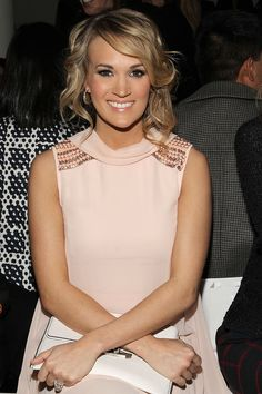 Carrie Underwood on doing her own smoky-eye makeup.